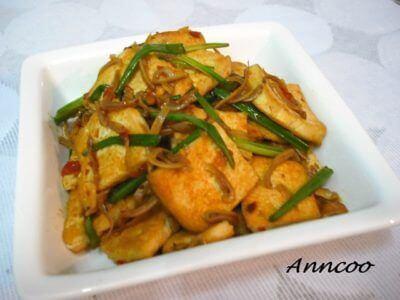 Fried Tau Kwa with Garlic Chilli Sauce     蒜蓉辣椒炒豆干