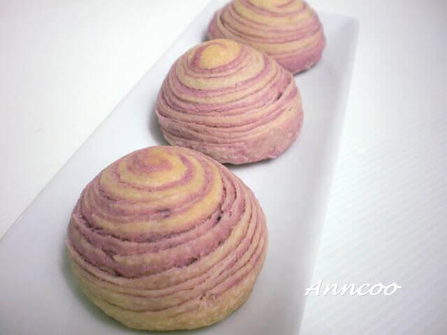 flaky swirl mooncake
