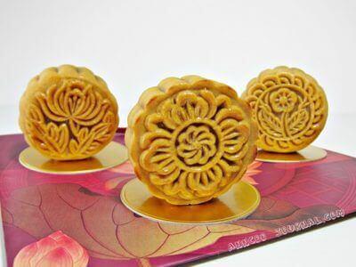 Traditional Baked Mooncake 中秋月饼 (2011)