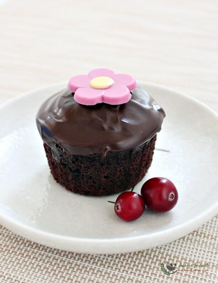 chocolate cranberry cupcakes