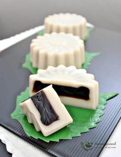 Tau Huay (Soya Milk) Jelly Mooncakes 豆奶仙草菜燕月饼