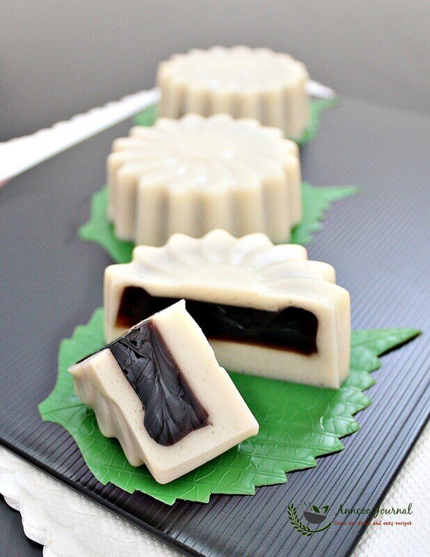 tau huay soya milk jelly mooncakes