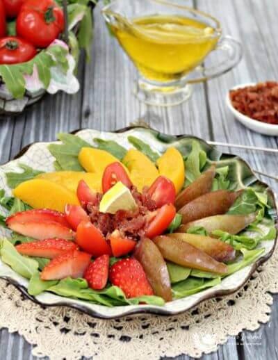 Fruit Salad with Bak Kwa Bits 水果沙拉肉干碎