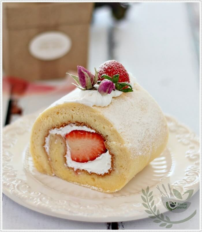 strawberry-roll-with-rose-petal-jam-032