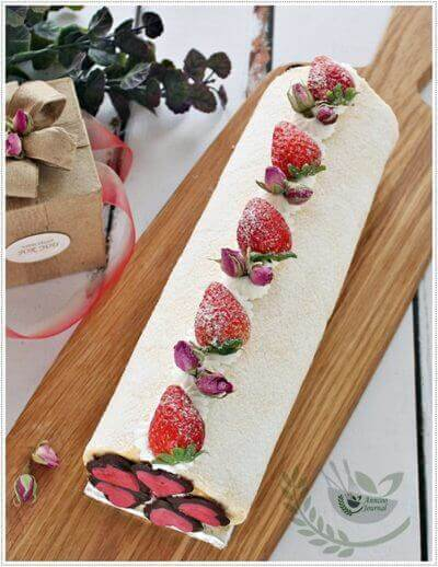 Strawberry Roll with Rose Petal Jam for Valentine's Day 草莓玫瑰花瓣果酱蛋糕券