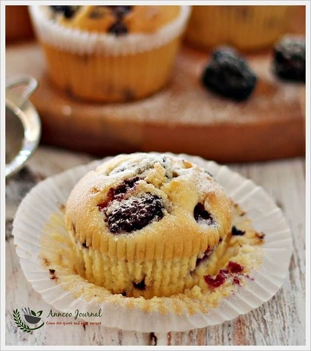 blackberry-and-choc-chip-cupcakes-050
