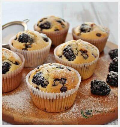 Blackberry and Chocolate Chip Cupcakes 黑莓巧克力粒小蛋糕