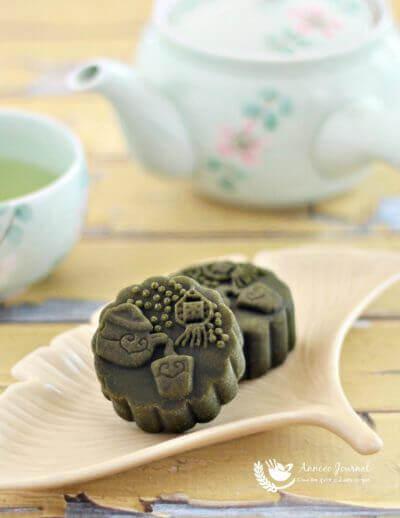 Baked Matcha Mooncakes 抹茶烤皮月饼