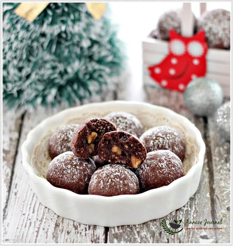 chocolate-snowball-cookies-029