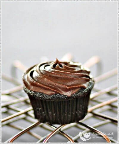 Devil's Food Cupcakes with Chocolate Frosting 令人着魔的巧克力杯子蛋糕