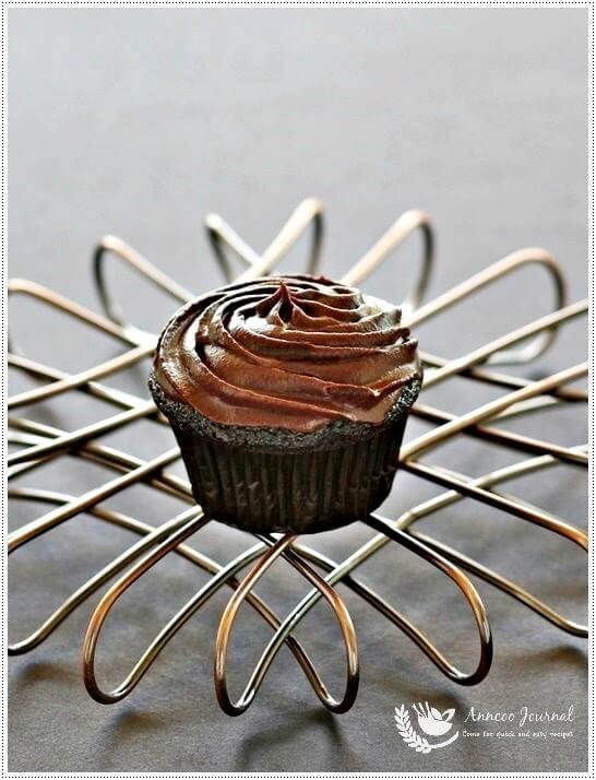 devil food cupcakes 048