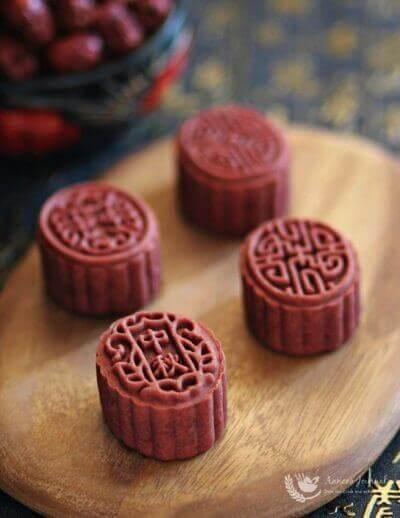 Baked Red Yeast Mooncakes 烤红曲月饼