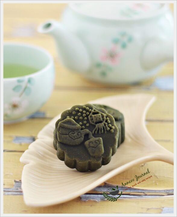 green tea mooncakes 031
