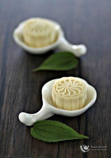 Durian Snowskin Mooncakes 榴莲冰皮月饼