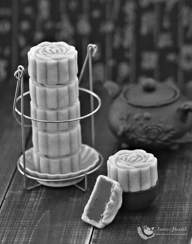 Taiwanese style lotus mooncakes