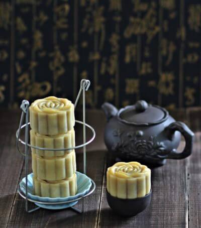Taiwanese Style Lotus Mooncakes 台式莲蓉月饼 ~ 2015