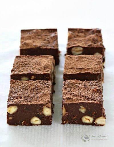 Chocolate, Hazelnut & Fig Squares 巧克力榛子豆无花果方块