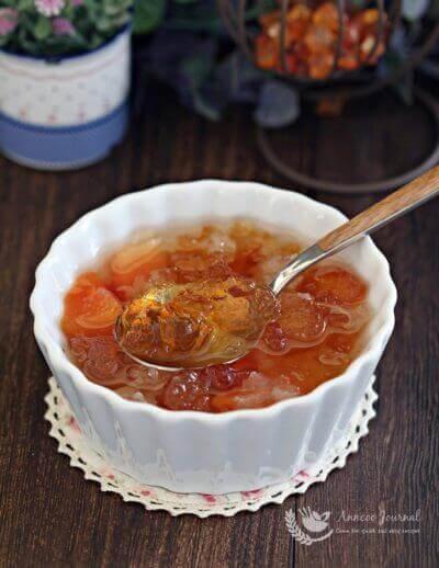 Papaya with Snow Fungus and Peach Gum 木瓜银耳桃胶糖水