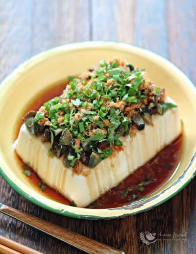 Chilled Tofu with Century Egg and Pork Floss 涼拌肉鬆皮蛋豆腐
