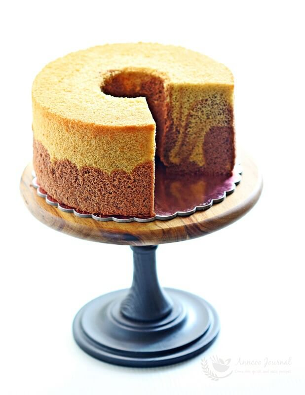how to remove a chiffon cake from the pan