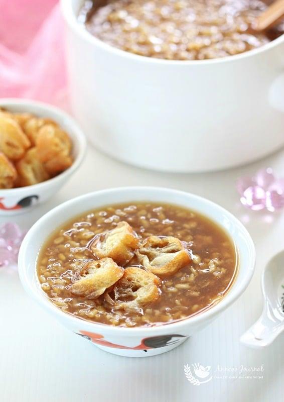 tau suan (split mung bean soup)