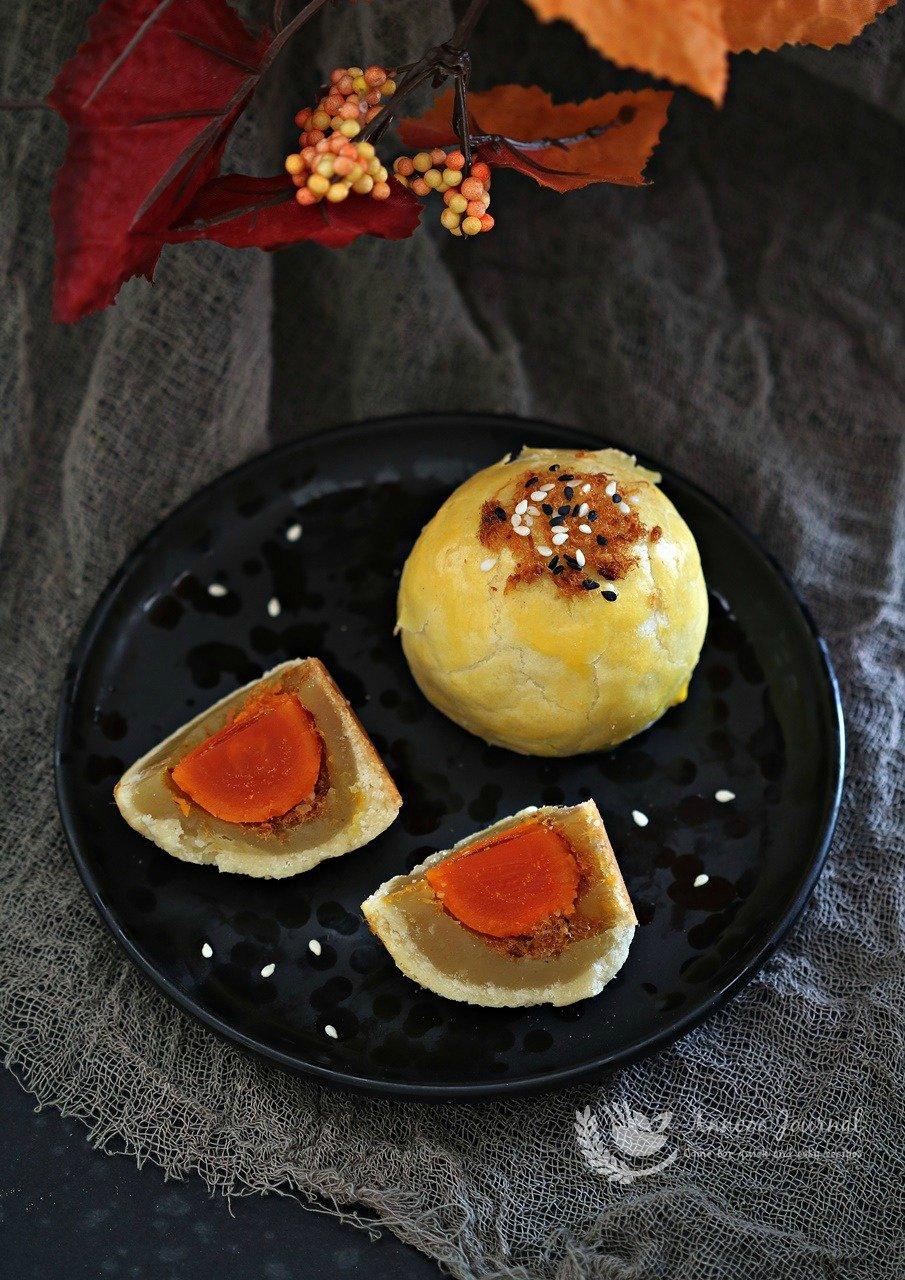 cheesy shanghai mooncake