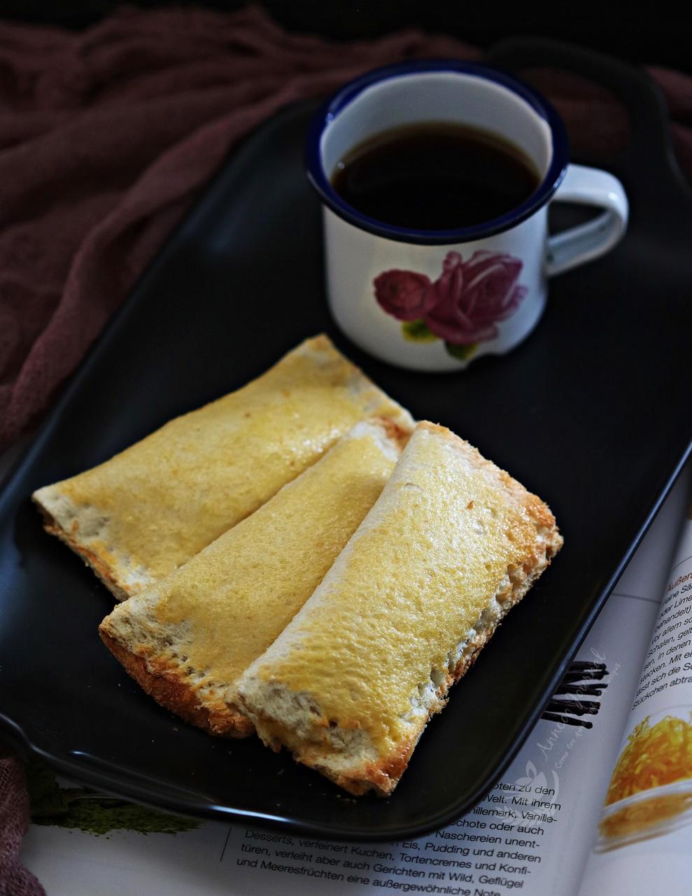 apple toast pies
