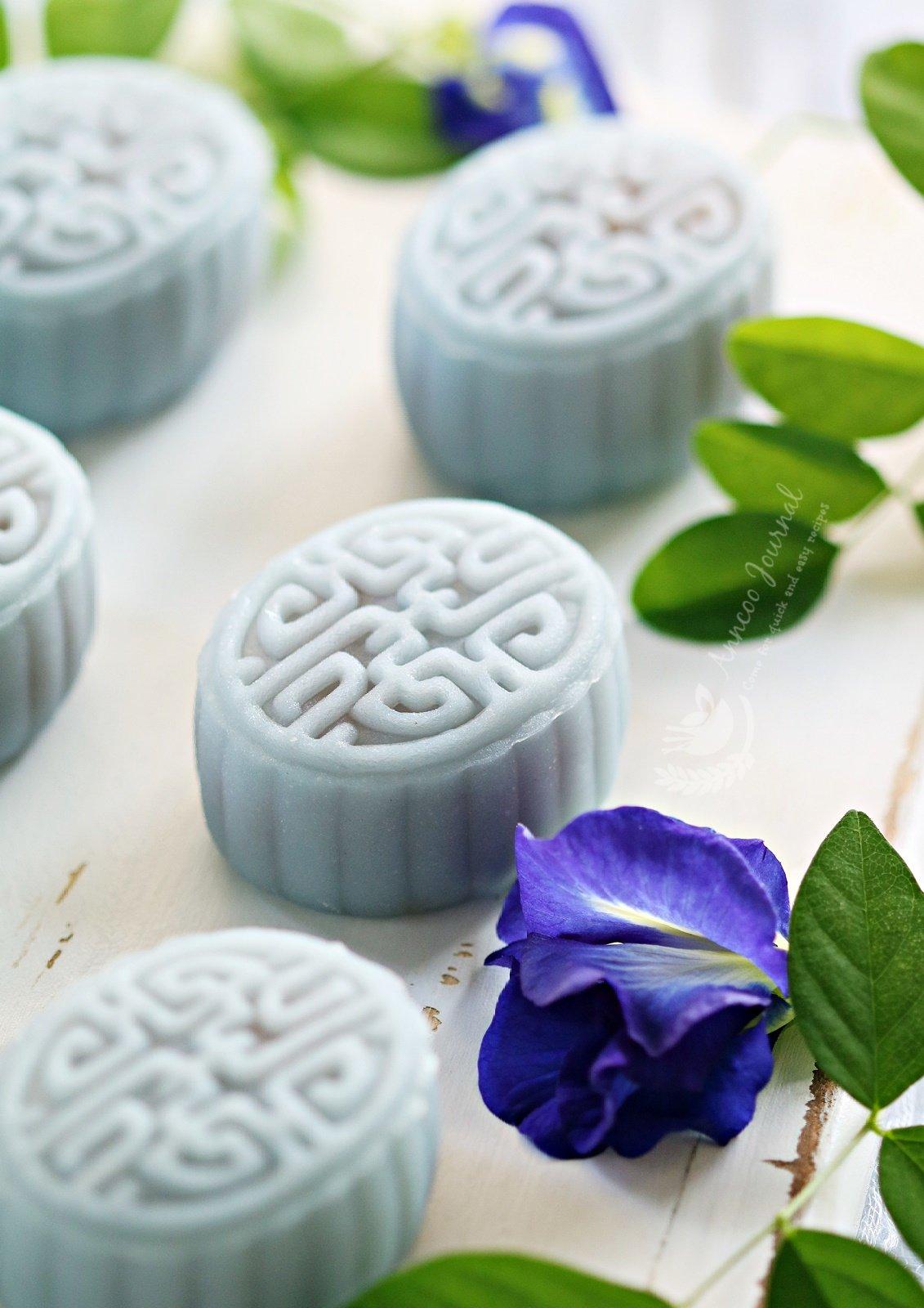 blue pea flower snowskin mooncakes